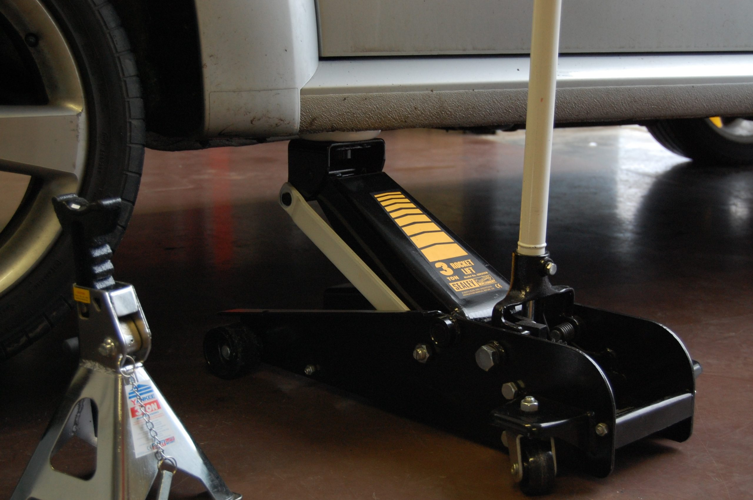 How To Use A Floor Jack Properly A Step By Step Guide Line